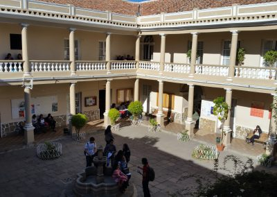 carrera-de-idiomas-primer-patio